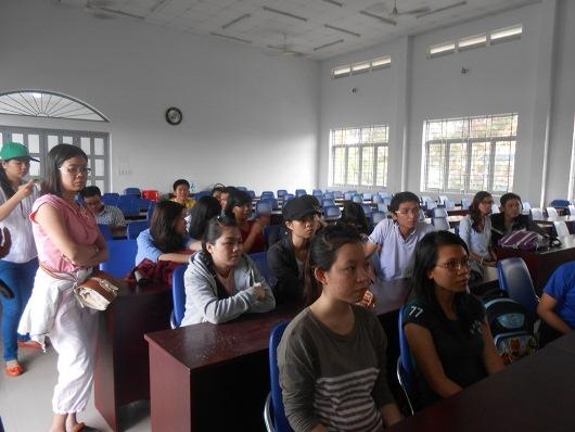 Tập trung tại hội trường UBND Xã