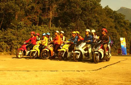 12 ca tinh len duong xuyen viet 12 cá tính lên đường xuyên Việt 2013