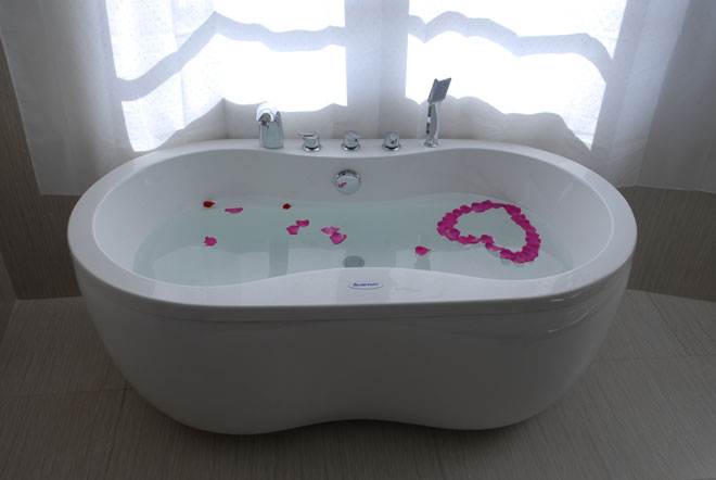 Bồn tắm trong khách sạn Phố Núi