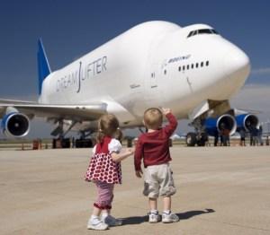 Boeing hai tầng 747 dùng chở vật liệu