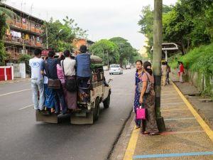 Phương tiện đi lại chính ở Myanmar - Ảnh: Boony Nguyen