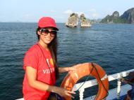 Hà Ngoan trong một chuyến du lịch tại Hạ Long