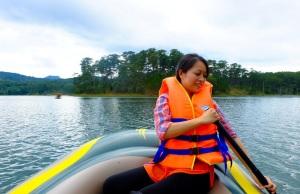 Chèo thuyền ngắm lá phong