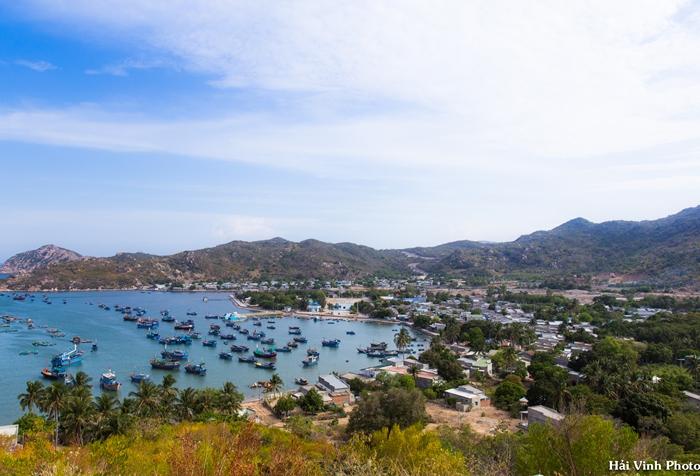 Vịnh Vĩnh Hy nhìn từ đèo cao.