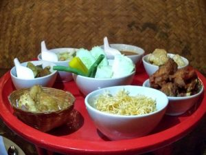 Mâm đồ ăn trong bữa tối Khantoke