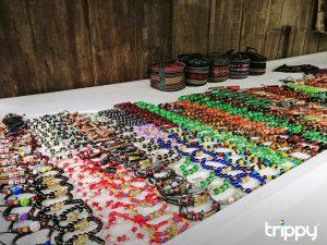 Các món đồ thủ công được bán trong làng Chăm Châu Giang