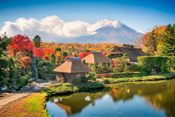 Làng cổ Oshino Hakkai