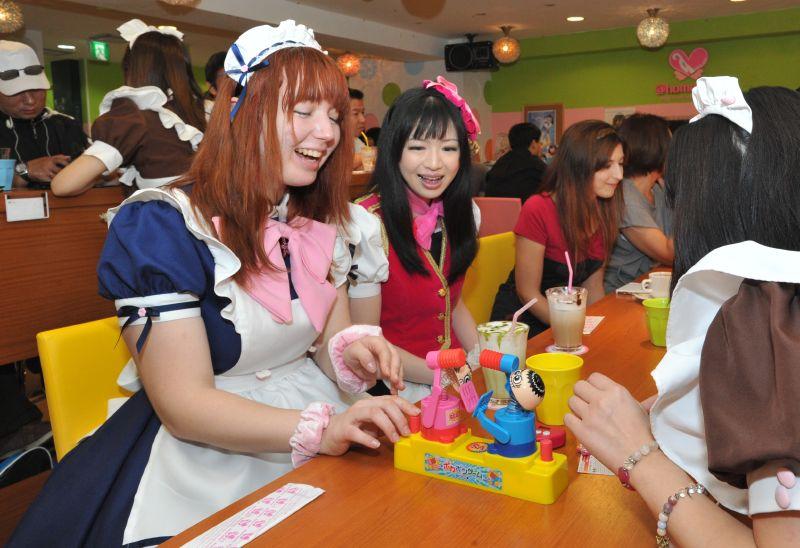 Maid Cafe - quán cafe những cô hầu gái