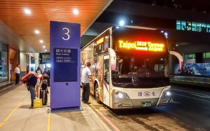 Xe bus 1819 Đài Bắc - sân bay Đào Viên