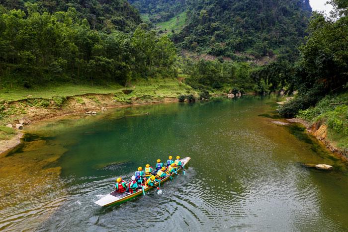 Chèo thuyền trên sông Rào Nan