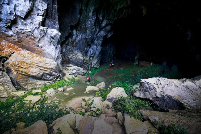 Chinh phục hệ thống hang Tú Làn