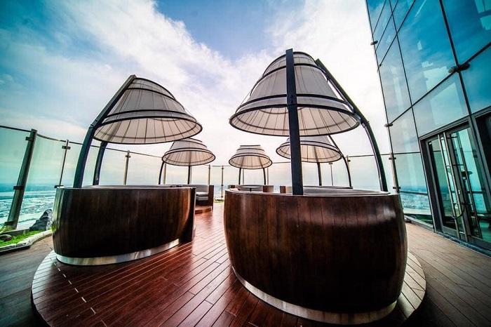 Không gian cafe ở tầng 80 - Đài quan sát Landmark 81 SkyView