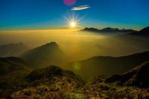 Bình minh trên mây ở ngọn núi cao thứ 4 Việt Nam